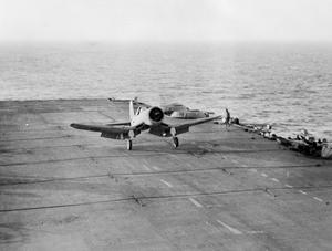 THE CHANCE-VOUGHT CORSAIR AT SEA WITH THE ROYAL NAVY. DECEMBER 1943, ON BOARD HMS ILLUSTRIOUS. THE US-BUILT FIGHTER, THE CHANCE-VOUGHT CORSAIR, AT SEA.