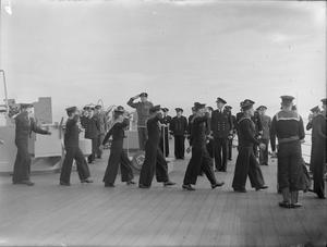 GENERAL MONTGOMERY WITH THE HOME FLEET. MAY 1944, SCAPA FLOW. MONTGOMERY'S VISIT TO SHIPS OF THE HOME FLEET, DURING WHICH HE MET NAVAL AIRMEN WHO TOOK PART IN THE ATTACK ON THE TIRPITZ.