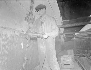 A FIGHTER ON THE INDUSTRIAL FRONT: RIVETER WILLIAM BAKER BUILDS BRITAIN'S WARSHIPS. 20 OCTOBER 1943, ROSYTH. WILLIAM BAKER HAS WORKED IN SHIPBUILDING ALL HIS LIFE. NOW AS A SKILLED RIVETER, HE IS HELPING TO BUILD BRITAIN'S WARSHIPS IN A BIG NAVY YARD IN ROSYTH, SCOTLAND.