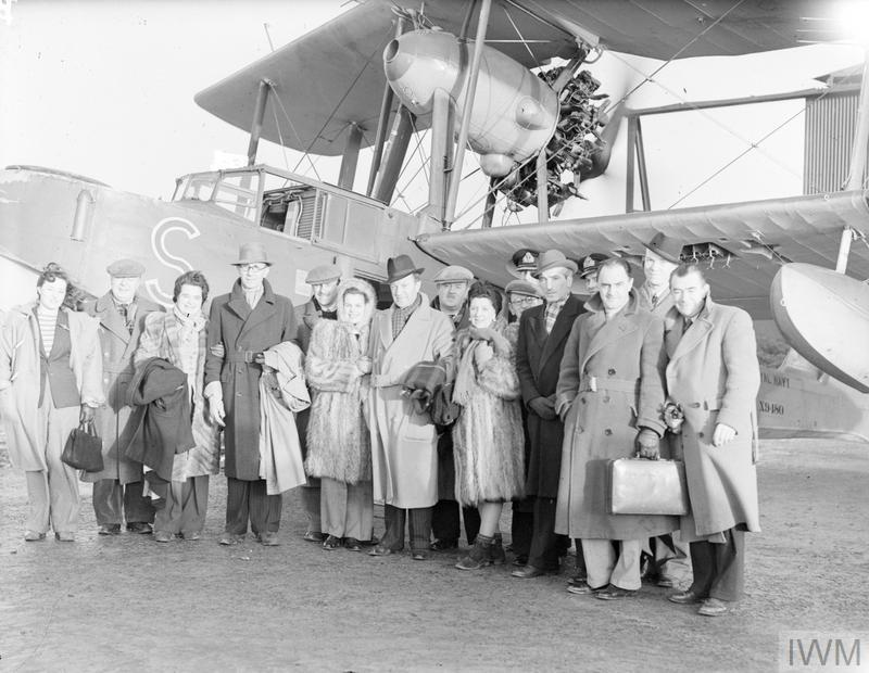"""ITMA"" IN THE AIR;  TOMMY HANDLEY & PHT VISIT FLEET AIR ARM. 14 JANUARY 1944, ROYAL NAVAL AIR STATION TWATT. TOMMY HANDLEY AND THE MEMBERS OF HIS ""ITMA"" COMPANY HAVE MADE A SIX DAYS TOUR OF THE HOME FLEET AND NAVAL AIR STATIONS IN THE NORTH."