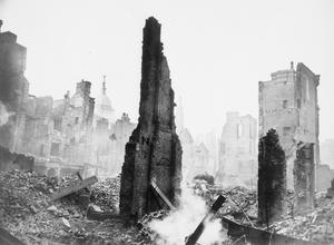 LONDON BOMB DAMAGE