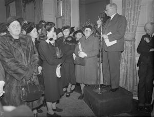 ADMIRALTY RECEPTION FOR SAILORS' FLAG DAY. 21 FEBRUARY 1945, ADMIRALTY HOUSE. DURING MRS A V ALEXANDERS'S PARTY GIVEN AT ADMIRALTY HOUSE FOR THE ORGANISERS OF THE SAILORS' FLAG DAY IN LONDON AND THE HOME COUNTIES WHICH IS TO BE HELD ON 10 APRIL 1945. MRS ALEXANDER, WIFE OF THE FIRST LORD OF THE ADMIRALTY, IS PRESIDENT OF THE FLAG DAY. AMONG THOSE PRESENT AT THE PARTY WAS HRH THE DUCHESS OF KENT.