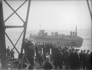 FOREMAN JOINER LAUNCHES SUBMARINE. 15 FEBRUARY 1945, CAMMELL LAIRD & CO, BIRKENHEAD. THE LUNCH-TIME LAUNCH OF HMS SANGUINE BY MR E BRESNEN, A FOREMAN JOINER WHO HAS BEEN WITH THE FIRM FOR 23 YEARS.