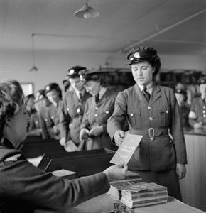 DEMOBILISING MEMBERS OF THE WOMEN'S ROYAL AIR FORCE