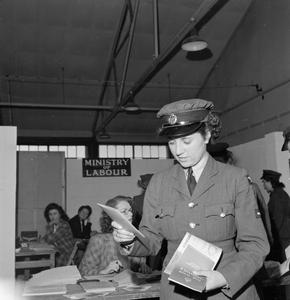 DEMOBILISING MEMBERS OF THE WOMEN'S ROYAL AIR FORCE