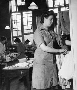 ATS DOMESTIC SCIENCE COURSE IN NOTTING HILL GATE, LONDON, 1944