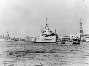 BRITISH CRUISER VISITS VENICE DURING INTERNATIONAL FILM FESTIVAL. SEPTEMBER 1955, VENICE.