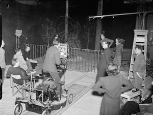 FOOTSTEPS IN THE NIGHT: THE PRODUCTION OF A MINISTRY OF INFORMATION FILM AT ELSTREE STUDIOS, ELSTREE, HERTFORDSHIRE, ENGLAND, UK, MAY 1941