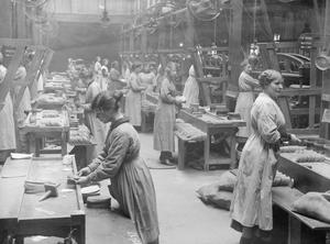 THE PRODUCTION OF CLOTHING IN BRITAIN, 1914-1918