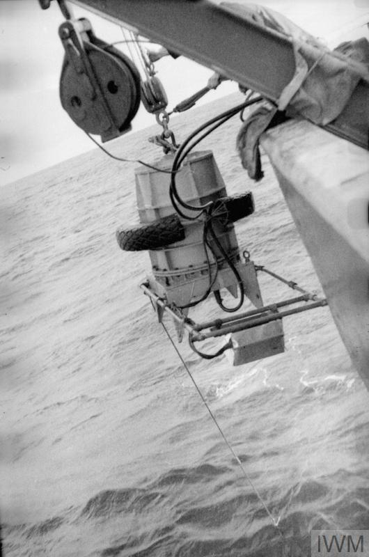 IMPROVED UNDERWATER TELEVISION EQUIPMENT. MAY 1953, THE EQUIPMENT HAD BEEN GIVEN TRIALS IN THE ROYAL RESEARCH SHIP DISCOVERY II. THE EQUIPMENT INCLUDES A SPLIT FIELD STEREOSCOPIC ATTACHMENT.
