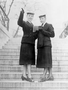 UNIFORM CHANGES FOR WRNS, NEW STYLE SHOES AND STOCKINGS. APRIL 1958, ADMIRALTY.