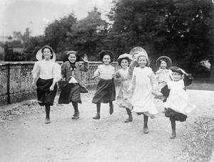 CHILDREN ON THE HOME FRONT DURING THE FIRST WORLD WAR