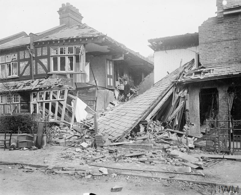 Bomb damage to properties on Edridge Road, Croydon, probably sustained during the Zeppelin raid on the night of 13 - 14 October 1915. Imperial War Museum collection ref: © IWM (HO 16)