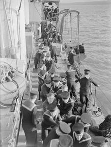 HMS VIVIEN AND CREW. 28 FEBRUARY 1944, ROSYTH. HMS VIVIEN, 26 YEAR-OLD V AND W CLASS DESTROYER STILL ON CONVOY DUTY.