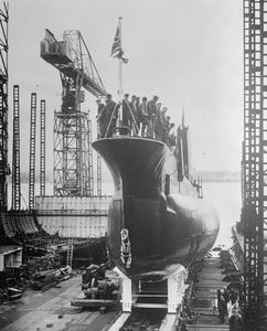 HMS ORACLE LAUNCHED. 26 SEPTEMBER 1961, BIRKENHEAD SHIPYARD OF CAMMELL LAIRD AND COMPANY.