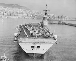 HMS HERMES ENTERING ALGIERS HARBOUR. AUGUST 1960, ALGIERS HARBOUR.