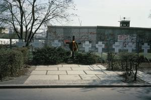 THE BERLIN WALL, APRIL 1989