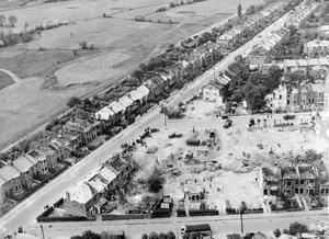 BOMB DAMAGE IN LONDON, ENGLAND, APRIL 1945.