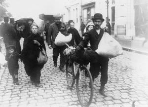 BELGIAN REFUGEES ENTERING HOLLAND, AUTUMN 1914