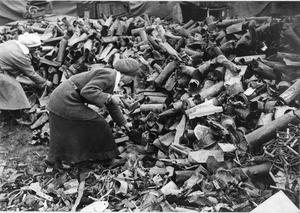THE SALVAGE OF WASTE MATERIALS FOR RE-USE IN THE NATIONAL WAR EFFORT 1914 - 1918
