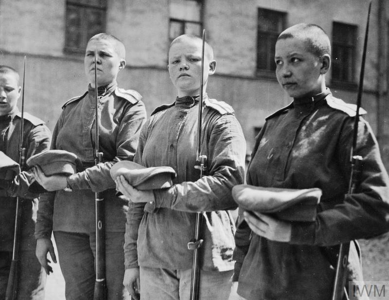 WOMEN IN THE ARMED FORCES DURING THE FIRST WORLD WAR