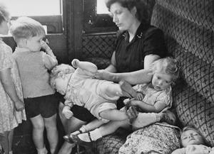 BRITISH EVACUEES RETURN HOME