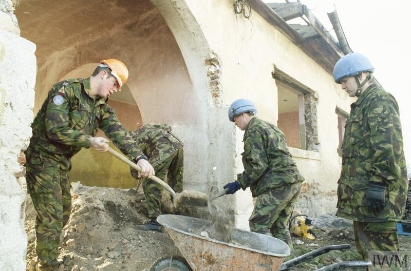 Engineers helping to rebuild the Stari Bila school. Possibly 29 Field Squadron Royal Engineers at Vitez.