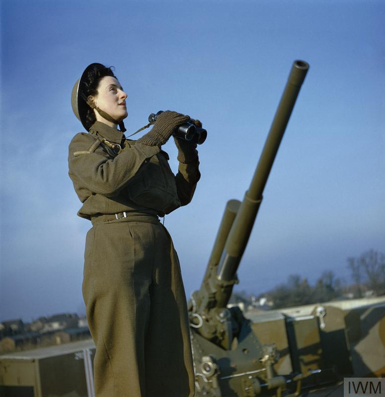 THE AUXILIARY TERRITORIAL SERVICE AT AN ANTI-AIRCRAFT GUN SITE IN BRITAIN, DECEMBER 1942