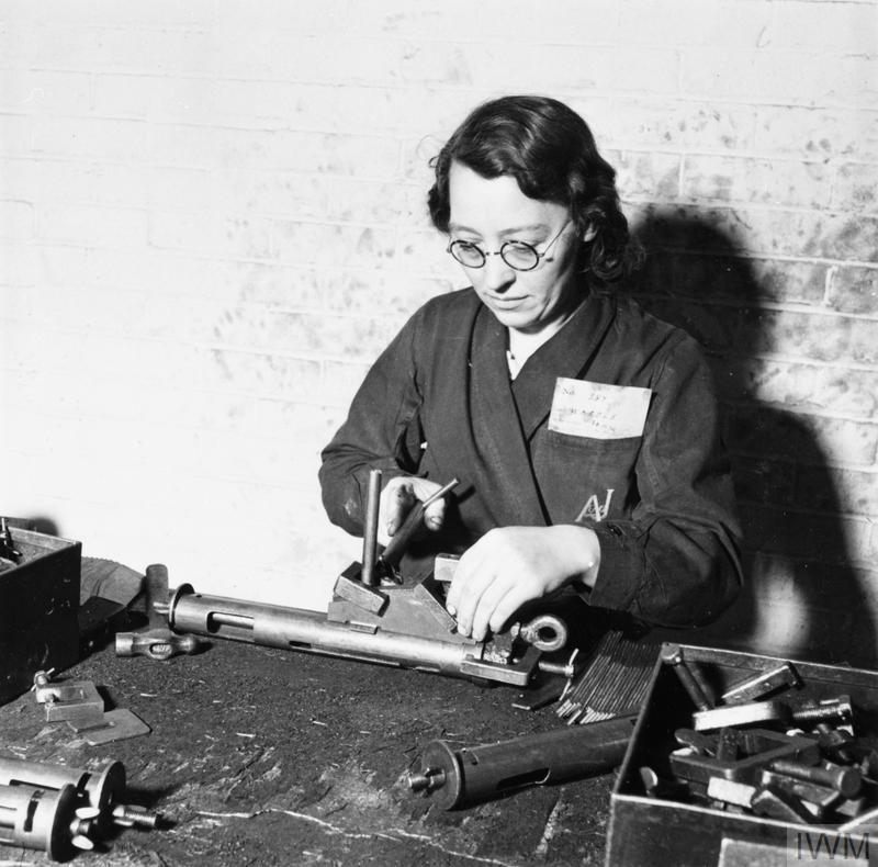 WAR INDUSTRY: STEN GUN PRODUCTION, UK, c 1942