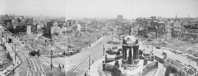 BOMB DAMAGE IN LIVERPOOL, ENGLAND C 1942