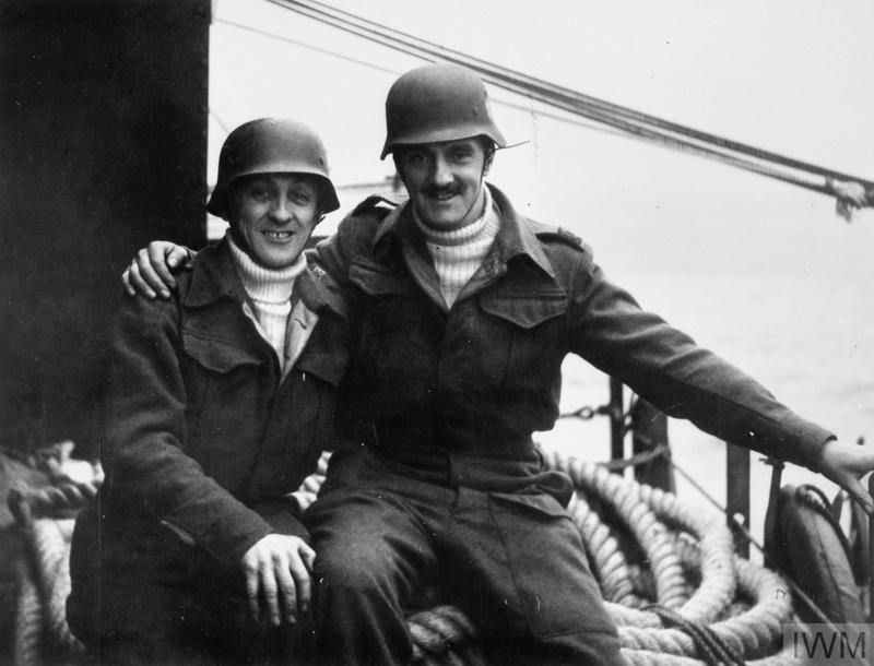 THE LIFE AND WORK EDWARD G MALINDINE, PHOTOJOURNALIST AND OFFICIAL ARMY PHOTOGRAPHER 1906 - 1970