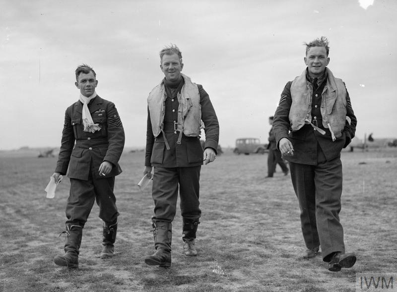 Sergeant Lloyd (right) with Flight Sergeant George Unwin (left) and Flight Lieutenant Jack Lawson