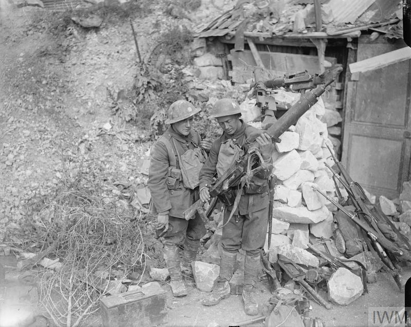 Battle of Amiens. Soldiers of the 8th Battalion, London Regiment (Post Office Rifles, 58th Division) examining German captured MG 08/15 machine guns. Near Malard Wood, 8 August 1918.