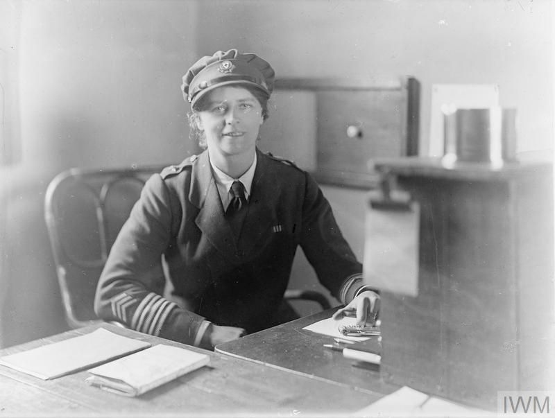 OLIVE EDIS; IWM PHOTOGRAPHER OF THE WOMEN'S SERVICES IN FRANCE 1919