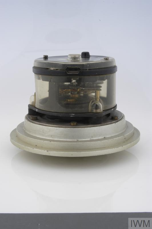 fuze electro-mechanical fuze timer (L 10cm x 15cm diameter), made of plastic and metal. The component bears the stamped markings: 'atb 41 1a 186'.