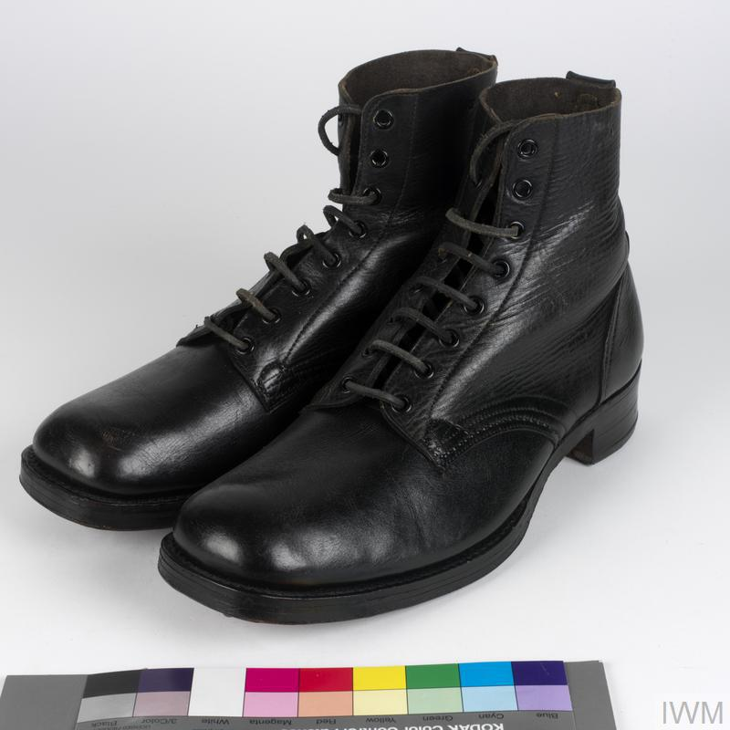 Boots: ankle length (black), Dutch