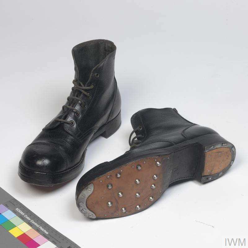 Boots, ankle length ('ammunition boots'): O/Rs
