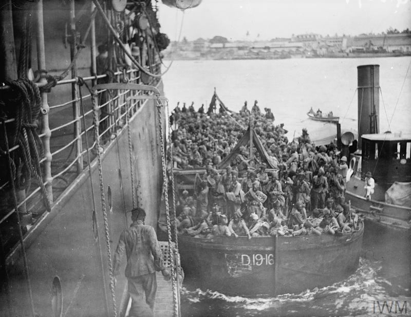 German East African Campaign. Dar-es-Salaam. Indian troops embarking for Kilwa, October 1917.