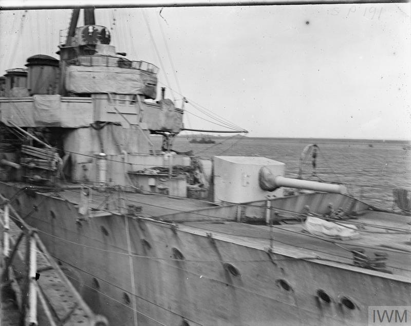 The 5.5 inch forecastle gun on board HMS Chester, 1916