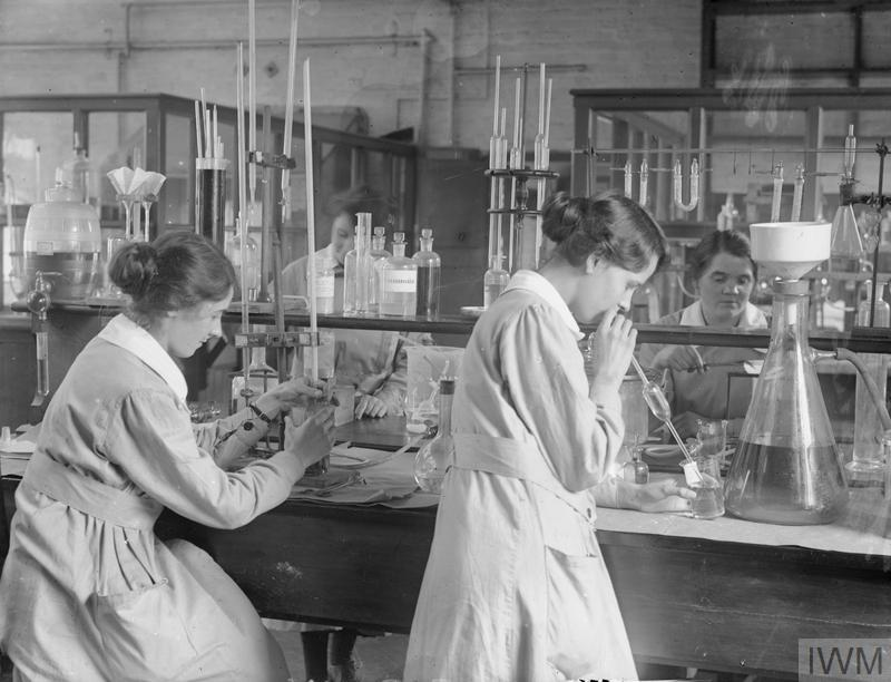 Women working in the laboratory of a chemical works of Brunner Mond & Co. Ltd., Northwich, Manchester, September 1918.
