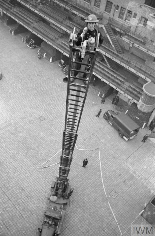 LONDON AFS: MEN OF THE AUXILIARY FIRE SERVICE IN LONDON, C 1940