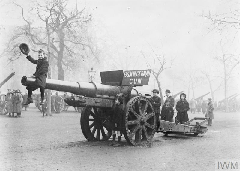 A captured German 13.5cm Kanone 09 field artillery gun exhibited in the Mall, London.