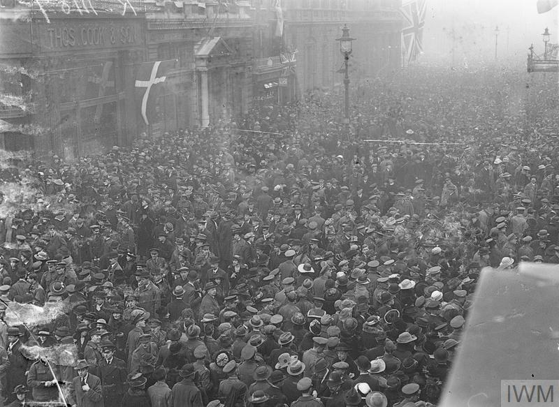 Crowd in Pall Mall greeting Sir Douglas Haig on his arrival in England, 19 December 1918.