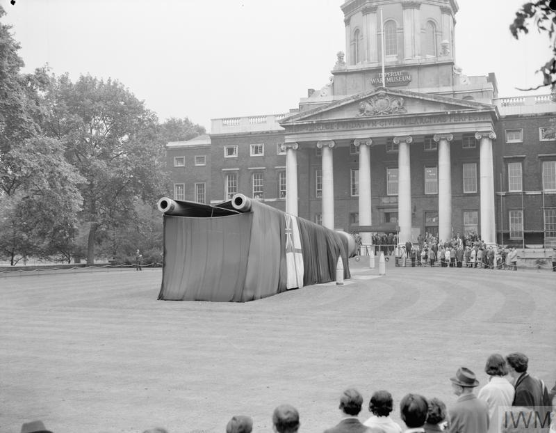 The unveiling ceremony of the 15-inch guns from HMS RAMILLIES and HMS RESOLUTION outside the Imperial War Museum, 8 August 1968.