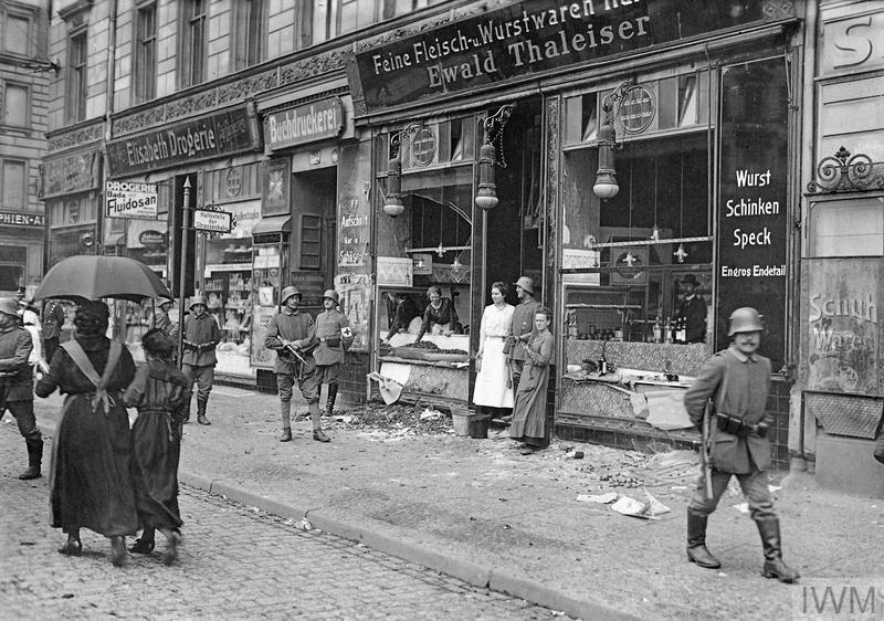 The hunger strikes in Berlin. A delicatessen shop in Invalidenstrasse in Berlin is being plundered by the mob.