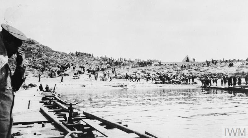 British troops on the V Beach during the Cape Helles landings.