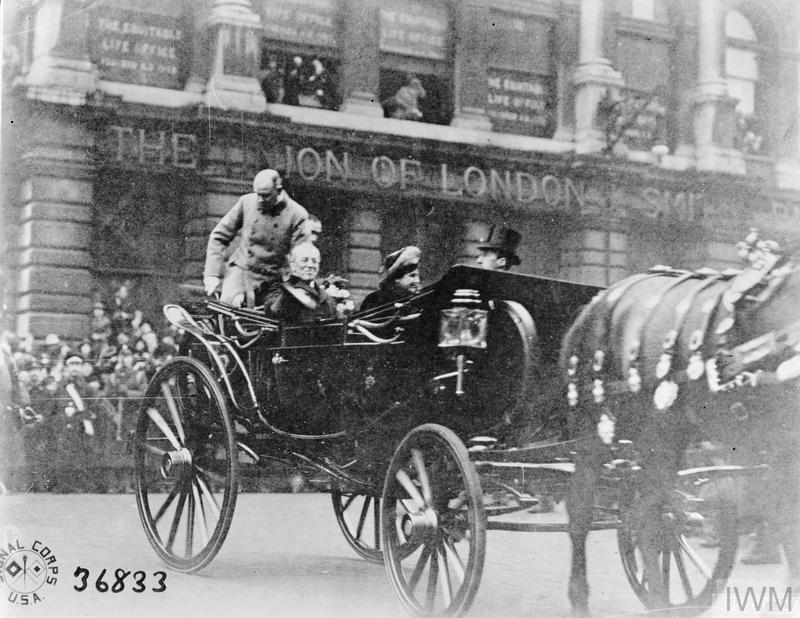President and Mrs Woodrow Wilson arriving in a horse drawn carriage at the Mansion House, London.