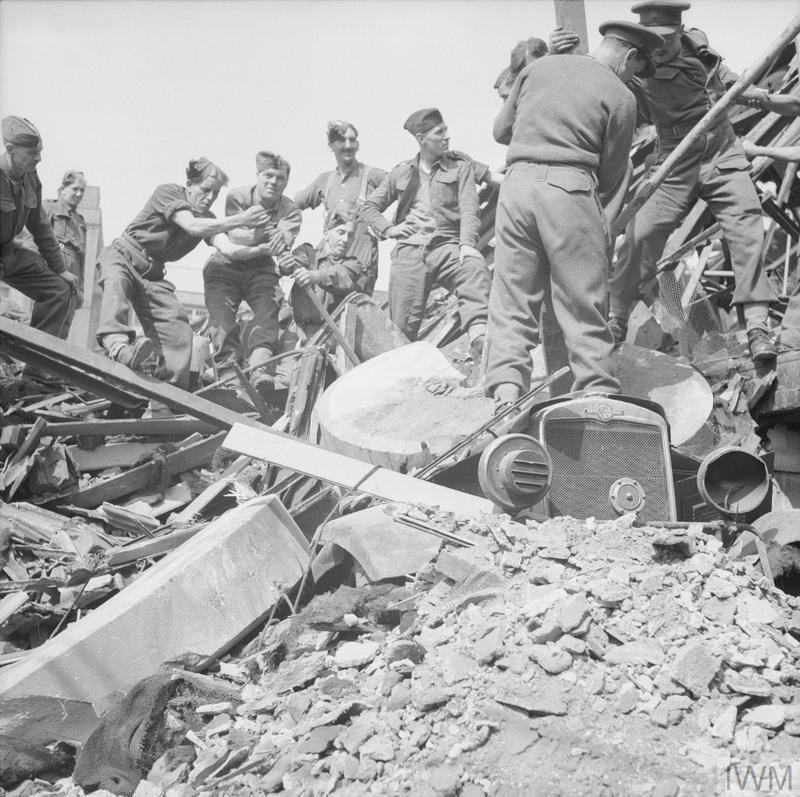 Troops of 9th Battalion, The Hampshire Regiment, clear bomb damage in Hull sustained during the Blitz.