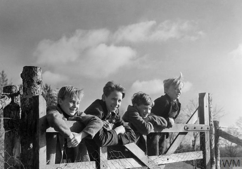 Evacuees from London explore the Devon countryside