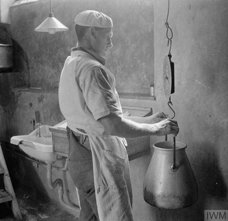 PARSONAGE FARM: DAIRY FARMING IN DEVON, ENGLAND, 1942